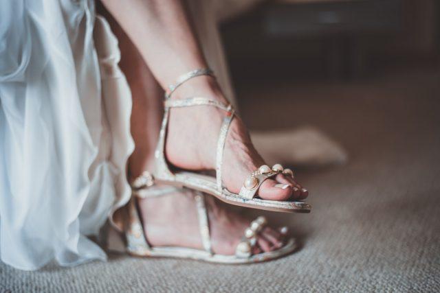 Les sandales tropéziennes, une incontournable chaussure d'été
