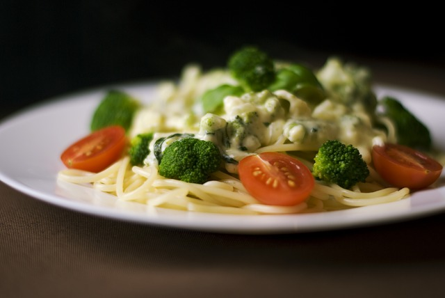 Spaghettis à la sauce au fromage et au brocoli