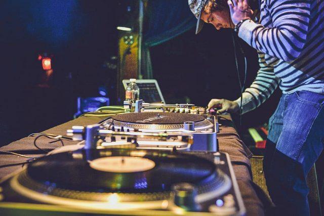 Les informations à connaître pour devenir DJ professionnel
