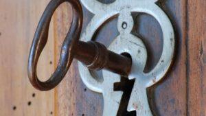 ouvrir une vieille serrure sans clefs